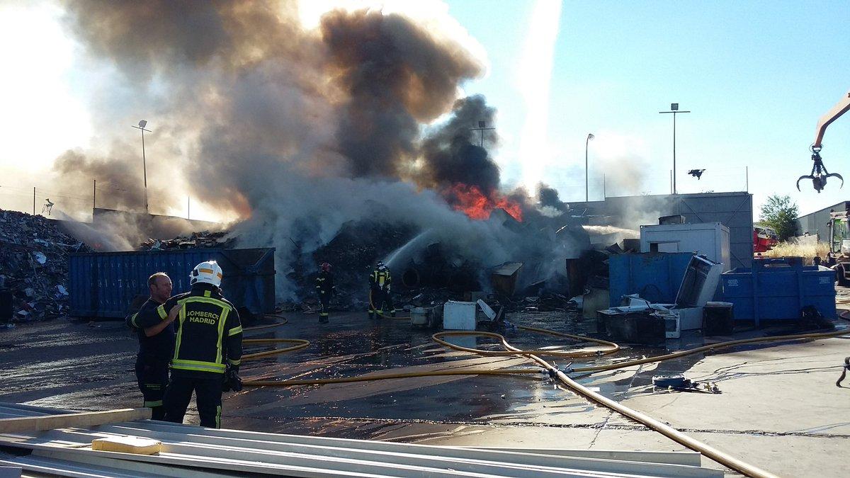 incendio en una instalación de reciclaje de residuos