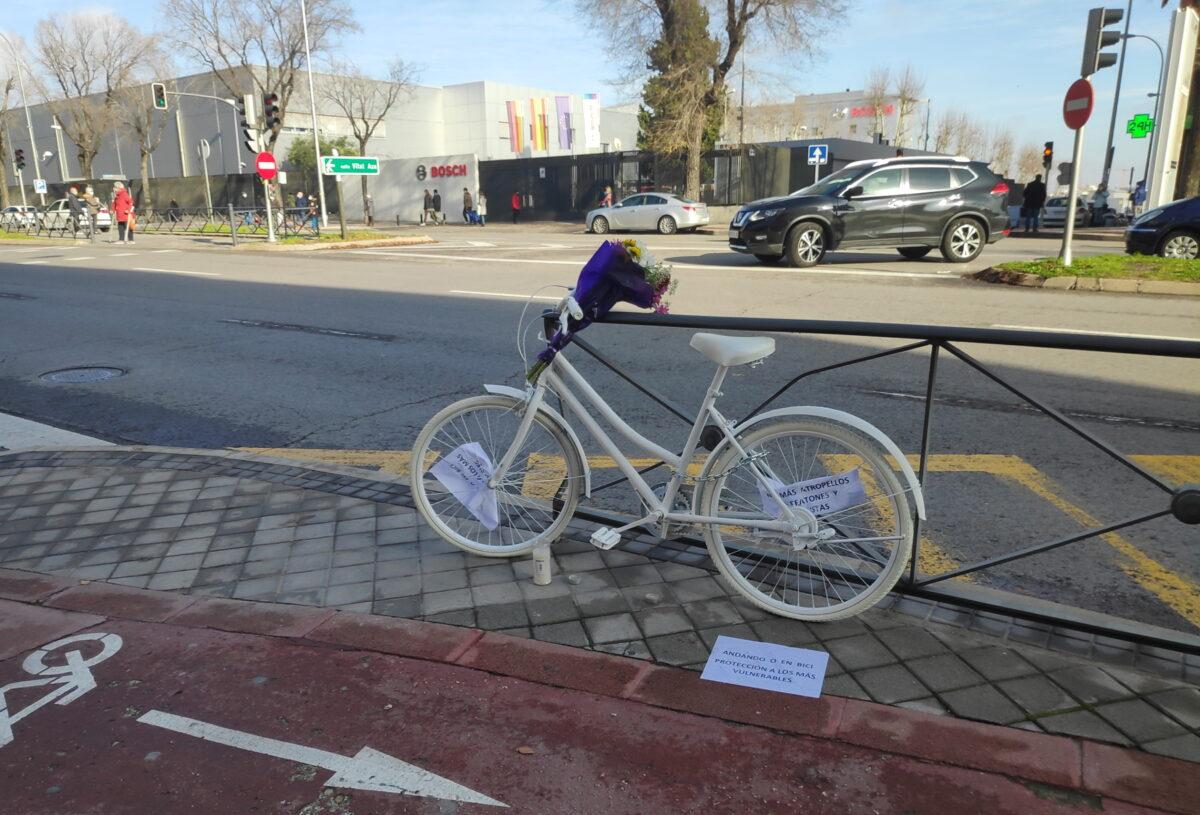 Bicicleta blanca fantasma en Madrid