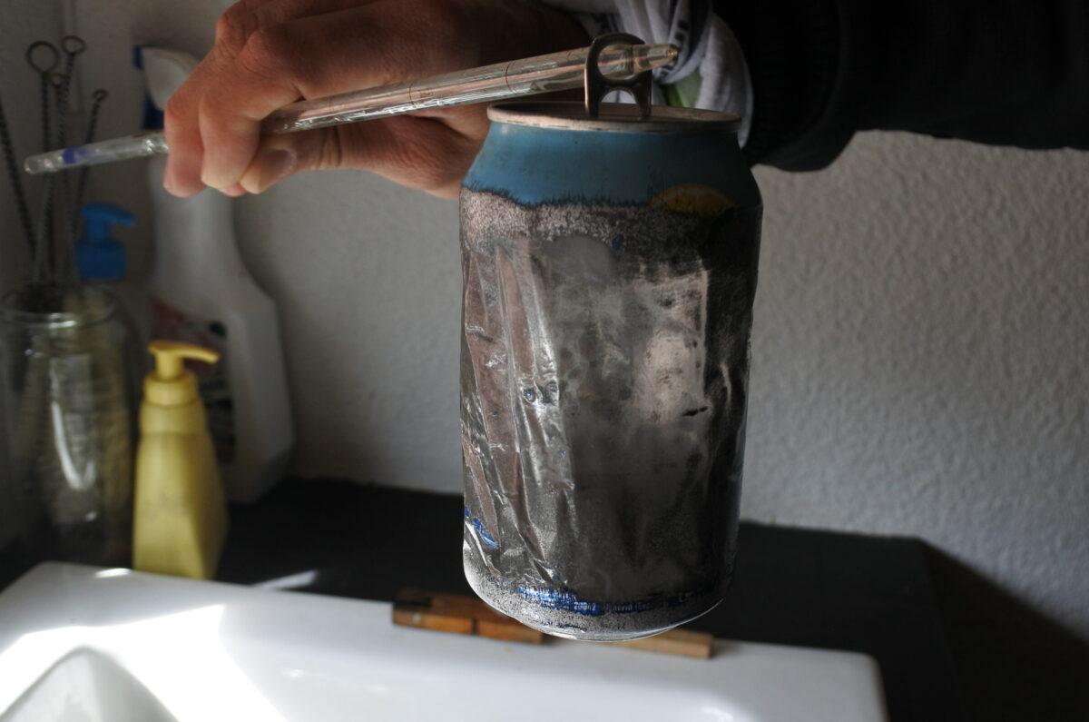 Recubrimiento plástico en el interior de una lata de bebidas